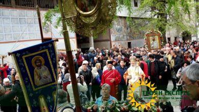 Photo of Величкий епископ Сионий за първи път поведе шествието с  чудотворната икона на Света Богородица