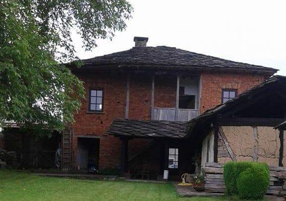 Обраха къща в троянското село Старо село