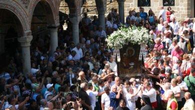Photo of Стотици миряни  посетиха  Троянския манастир