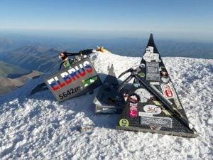 Троянци изкачиха първенеца на Европа, връх Елбрус