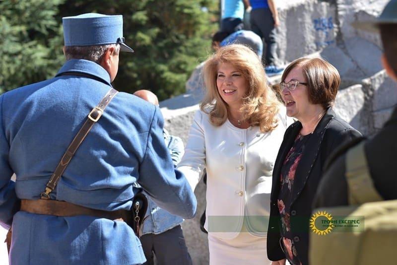 Вицепрезидентът Илияна Йотова празнува с троянци