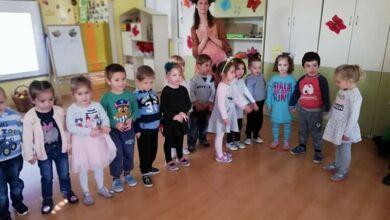 """Photo of Децата  от ДГ""""Здравец"""" посрещнаха есента"""