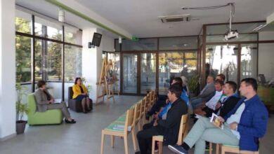 Photo of Среща-разговор на Донка Михайлова  с представители на спортните клубове в Троян
