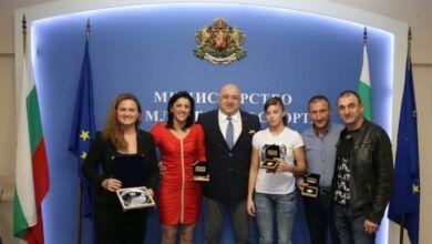 Photo of Министър Кралев награди Анна-Мария Манушева и Николай Матев