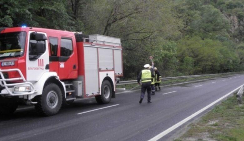 Разлята нафта по пътя Априлци - Дебнево