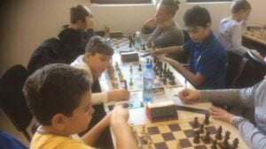 Деца-шахматисти си дават среща в Троян